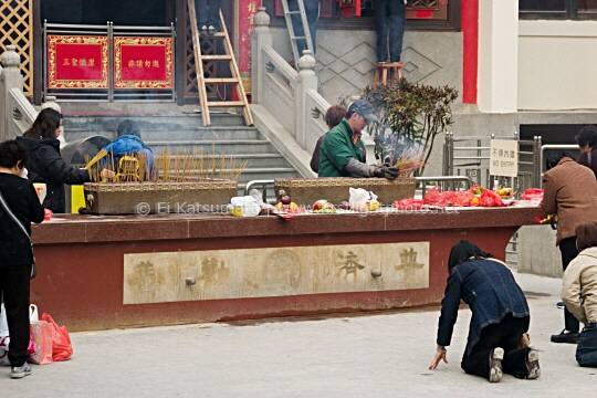 People offer incense and pray at Sik Sik Yuen Wong Tai Sin Temple in Kowloon, Hong Kong, China, Asia