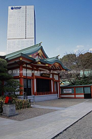 Hie-jinja shrine with skyscraper in the background, Tokyo, Japan, Asia