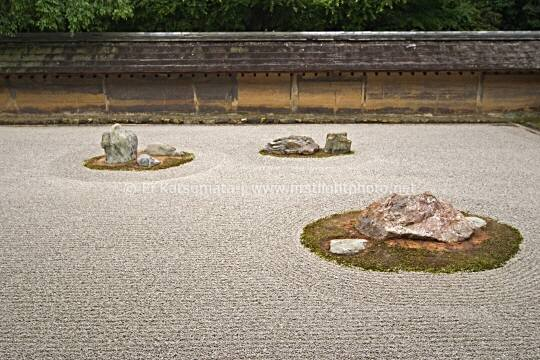 Famous zen rock garden at Ryoanji Temple, Kyoto, Kansai Region, Japan